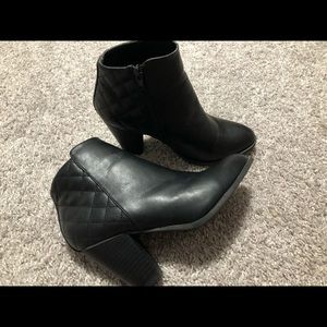 Women's black bootie size 7, great condition!